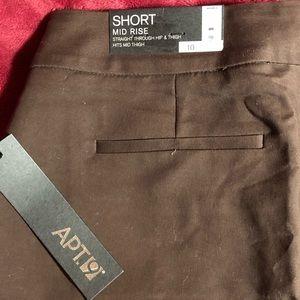 {Apt.9} NWT cuffed shorts